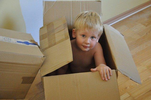 kluk v krabici