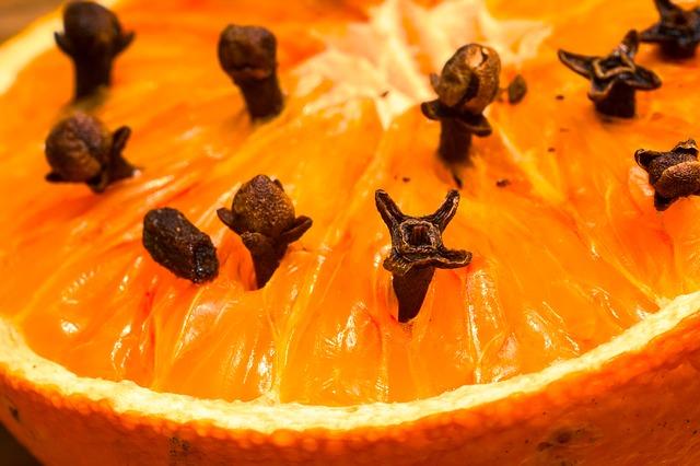hřebíčky v pomeranči