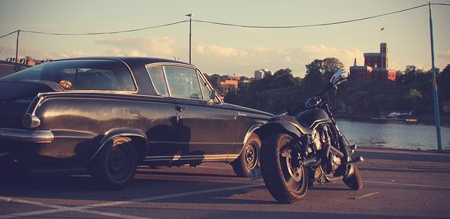 Autá  vs. Motorky
