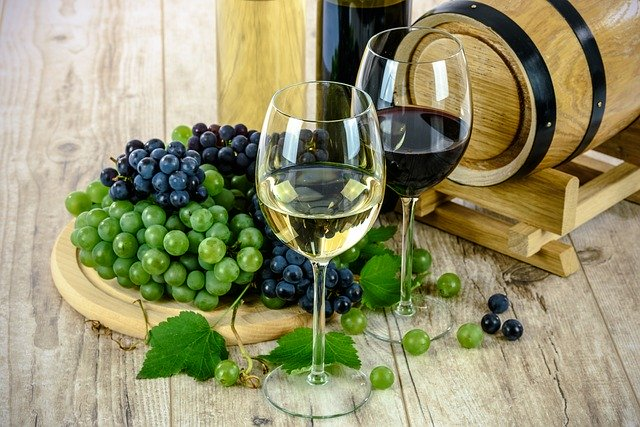 Poháre s vínom.jpg