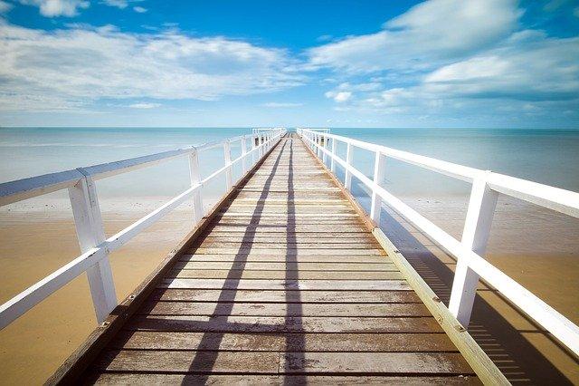 most na pláži.jpg