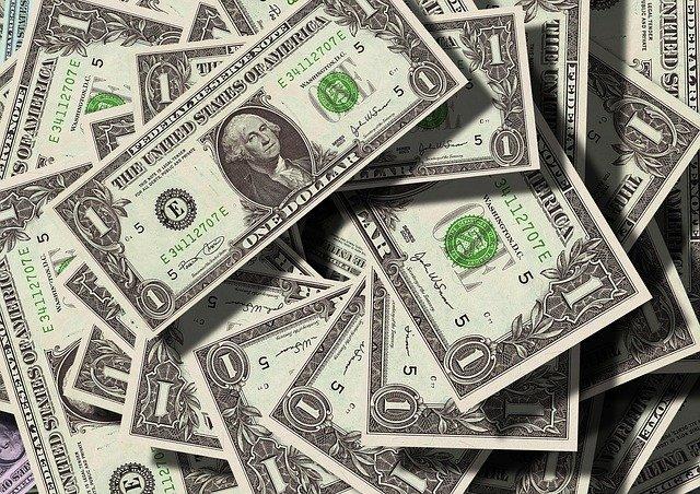 Libanon dočasne zakazuje vyberať z krajiny veľké sumy dolárovej hotovosti
